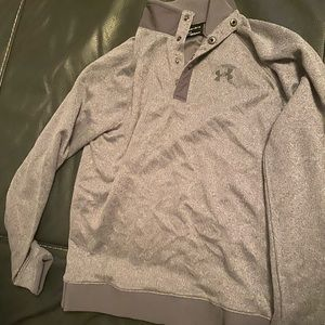 Grey breathable Under Armour Pullover